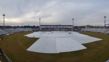 रावलपिंडी टेस्ट : तीसरे दिन भी बारिश ने किया बेड़ागर्क, केवलफेंके जा सके सिर्फ 5 ओवर Images