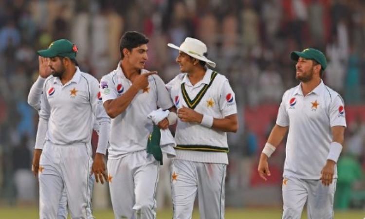 कराची टेस्ट: फर्नाडो के शतक के बावजूद श्रीलंका हार की कगार पर,पाकिस्तान को जीत के लिए 3 विकेट की दर
