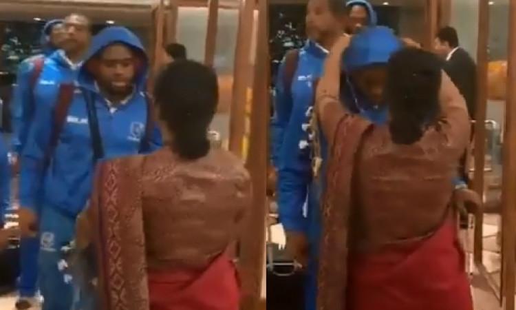 VIDEO भारत दौरे पर पहुंची वेस्टइंडीज टीम, हैदराबाद के होटल में किया गया शानदार स्वागत ! Images