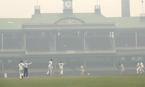जंगल में लगी आग के कारण धुएं के चलते सिडनी टेस्ट खतरे में, मैच होने की संभावना कम Images