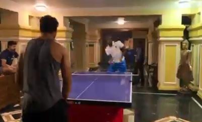 WATCH आखिरी वनडे से पहले जेसन होल्डर और शिवम दुबे के बीच टेबल टेनिस  मुकाबला, देखिए ! Images