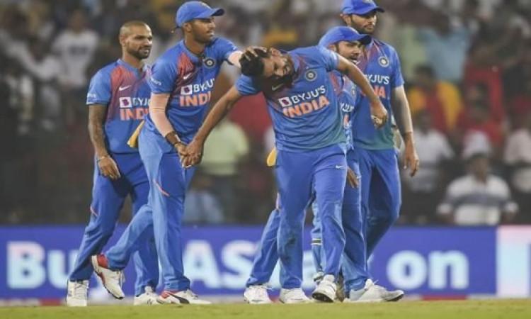 फैन्स को झटका, वनडे सीरीज से पहले भारतीय तेज गेंदबाज चोटिल, नवदीप सैनी को मिलेगा मौका Images