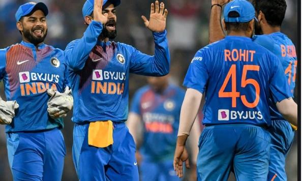 कटक में खाला जाना है तीसरा वनडे, उससे पहले अब भारतीय टीम से बाहर हुआ एक और खिलाड़ी ! Images