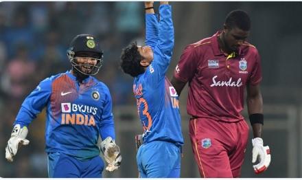 दूसरे वनडे में कुलदीप यादव ने रचा इतिहास, वनडे में 2 दफा हैट्रिक विकेट लेने वाले पहले भारतीय गेंदबाज