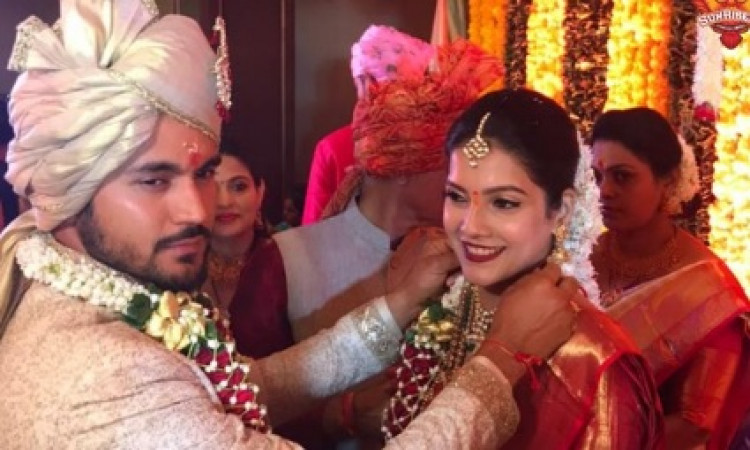 मनीष पांडे ने इस खूबसूरत अभिनेत्री से की शादी, देखिए शादी की फोटो ! Images