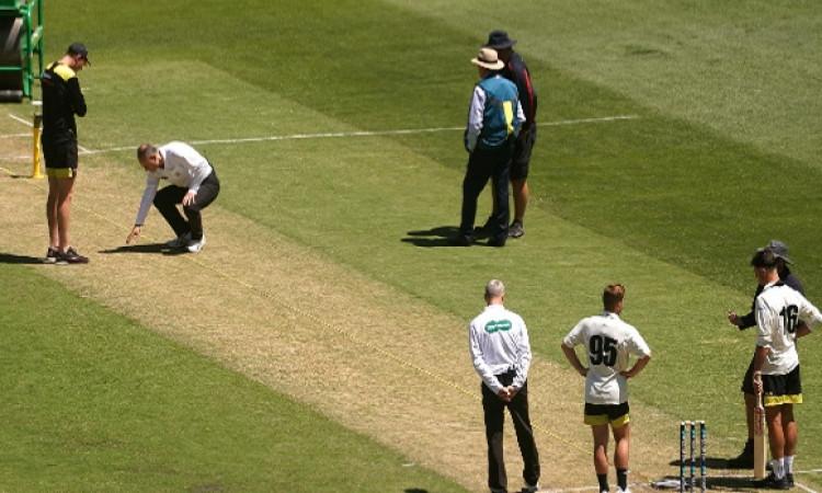खिलाड़ियों की सुरक्षा में चूक, खराब पिच के कारण लगी बल्लेबाजो को चोट, मैच को किया गया रद्द Images
