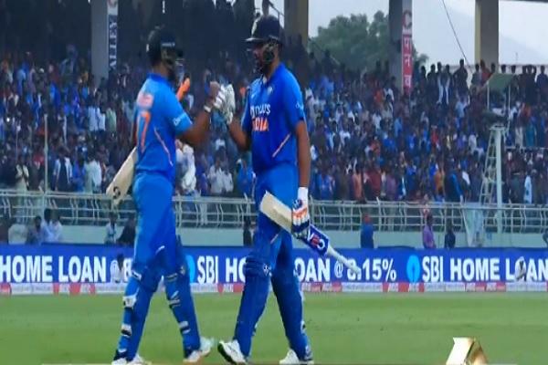 रोहित शर्मा-केएल राहुल का धमाकेदार शतक, भारत ने वेस्टइंडीज को दिया 388 रनों का लक्ष्य Images