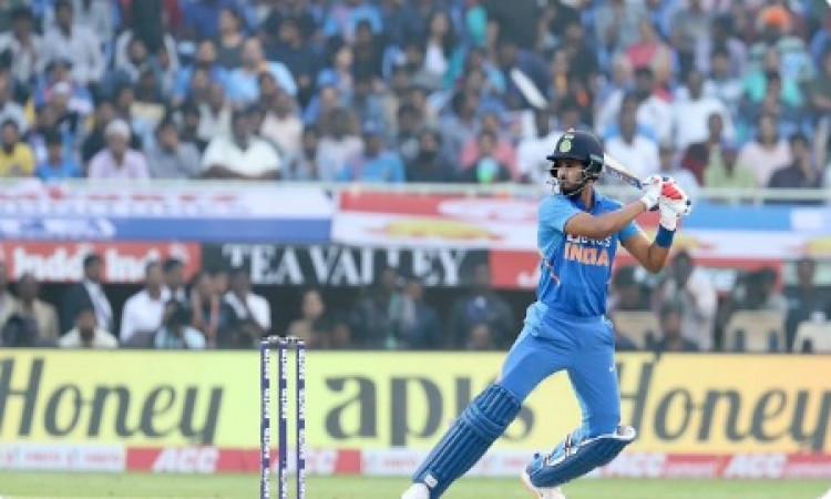 श्रेयस अय्यर ने बनाया रिकॉर्ड, एक ओवर में सबसे ज्यादा रन बनानें वाले भारतीय बल्लेबाज बने Images