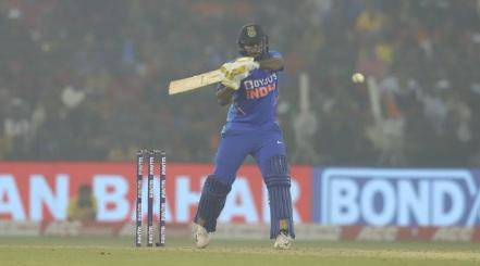 शार्दुल ठाकुर ने 6 गेंद पर 17 रन बनाकर भारत को दिलाई रोमांचक जीत, सीरीज 2- 1 से भारत के नाम Images