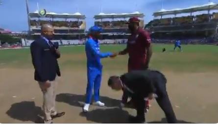 चेन्नई वनडे: भारतीय टीम के प्लेइंग XI का ऐलान, कोहली ने कहा ये 4 खिलाड़ी नहीं खेल रहे ! Images