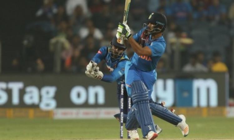 तीसरे टी-20 में अर्धशतक जमाने के बाद धवन ने कहा, सलामी बल्लेबाज की रेस में वापस आ गया ! Images