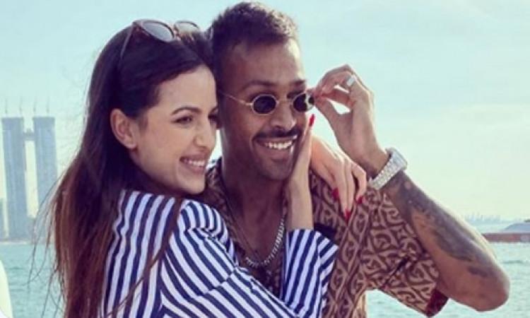 Hardik announces engagement with Serbian actress Natasa Images