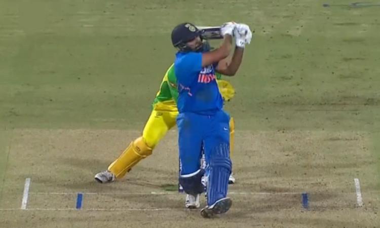 ऑस्ट्रेलिया के खिलाफ आखिरी वनडे में रोहित शर्मा का धमाका, शतक जमाकर बना दिया रिकॉर्ड ! Images