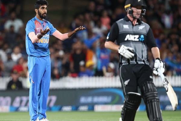सुपरओवर में जसप्रीत बुमराह की गेंदबाजी के दौरान बने 17 रन, दर्ज हुआ ऐसा अनचाहा रिकॉर्ड ! Images