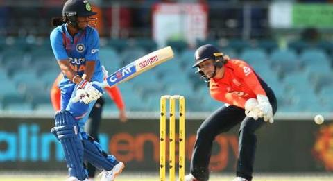 महिला क्रिकेट: हरमनप्रीत कौर की धमाकेदार बल्लेबाजी, इंग्लैंड पर भारत की जीत  Images