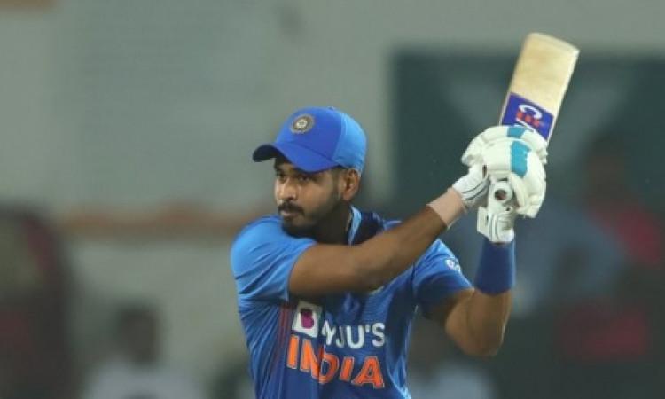 केएल राहुल, कोहली और श्रेयस अय्यर ने तूफानी पारी खेल भारत को 6 विकेट से दिलाई जीत, न्यूजीलैंड हारा !