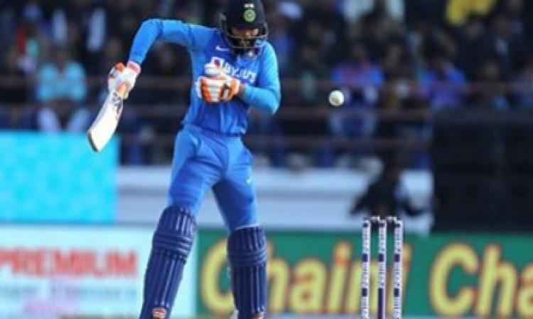 रविंद्र जडेजा के कारण अंपायर ने भारतीय टीम पर 5 रन की पेनल्टी ठोक दी, जानिए आखिर क्यों ? Images