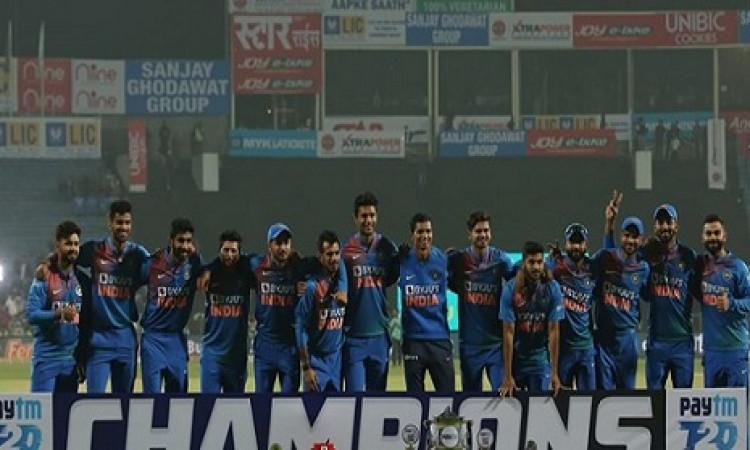 श्रीलंका के खिलाफ जीत के जश्न में इस कारण शामिल नहीं हुए संजू सैमसन ! Images