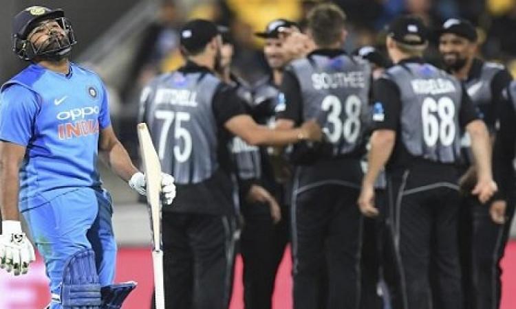 भारत - न्यूजीलैंड सीरीज से पहली ही आ गई ऐसी बुरी खबर, यह खिलाड़ी हुआ टी-20 सीरीज से बाहर ! Images