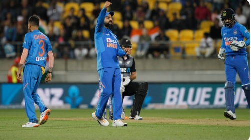 U.N.B.E.L.I.E.V.A.B.L.E. चौथा टी-20 मैच भी हुआ टाई, कुछ ऐसा था आखिरी 6 गेंद का रोमांच ! Images