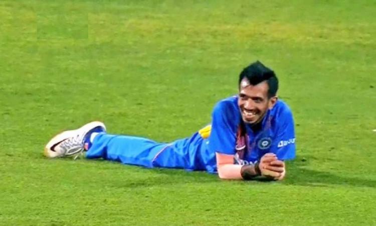 WATCH अपने डायरेक्ट थ्रो से बल्लेबाज को रन आउट करने के बाद युजवेंद्र चहल ने मैदान पर लेट कर मनाया जश