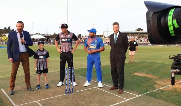 5वें टी-20 में न्यूजीलैंड के खिलाफ भारत ने जीता टॉस, पहले बल्लेबाजी का फैसला, कोहली प्लेइंग XI से बा