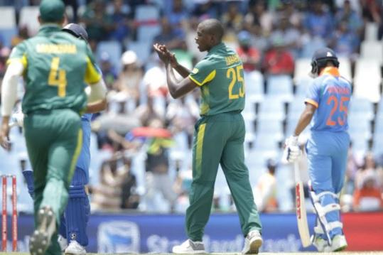 INDvSA: भारत - साउथ अफ्रीका वनडे सीरीज से बाहर हुआ यह दिग्गज ! Images