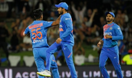 भारतीय गेंदबाजों का कमाल, न्यूजीलैंड 7 रनों से हारा, सीरीज में 5- 0 से ऐतिहासिक जीत ! Images