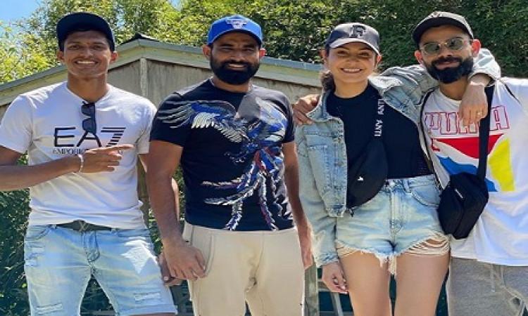 विराट और खूबसूरत अनुष्का भारतीय क्रिकेटर मोहम्मद शमी के साथ न्यूजीलैंड में घूमती हुई नजर आई ! Images