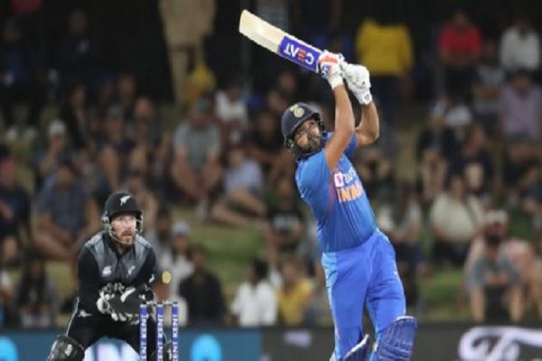 5th T20I: रोहित शर्मा की अर्धशतकीय पारी, भारत ने न्यूजीलैंड को दिया 164 रनों का लक्ष्य ! Images