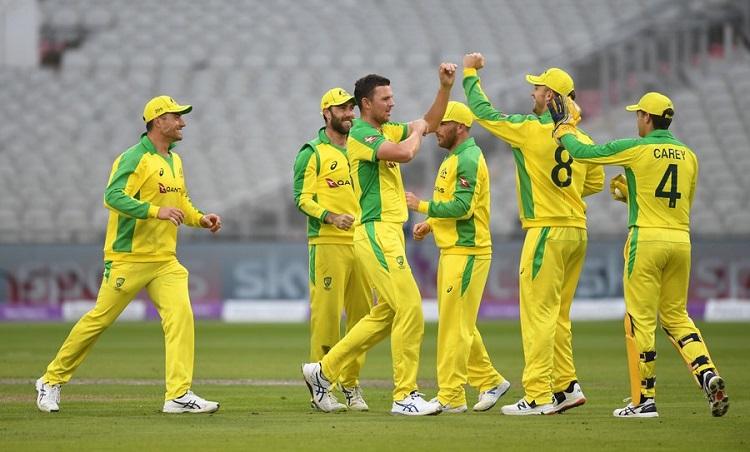 Australia beat england in first odi