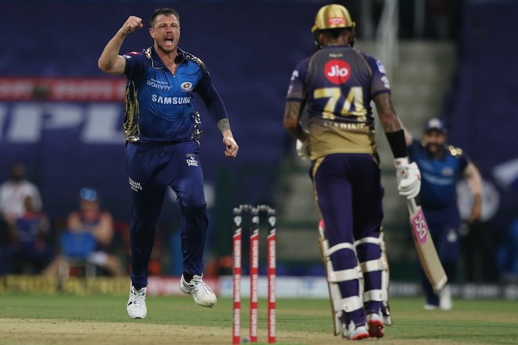 James Pattinson In Action Against KKR Images in Hindi