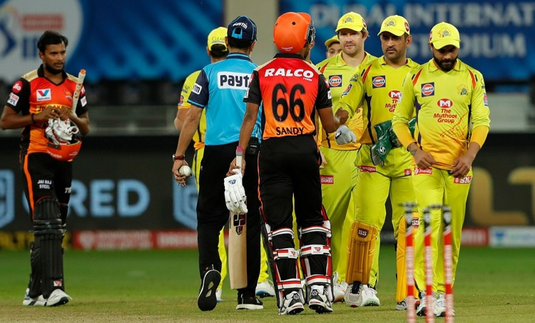 Chennai Super Kings Beat SunRisers Hyderabad,Keep Playoff Hopes Alive