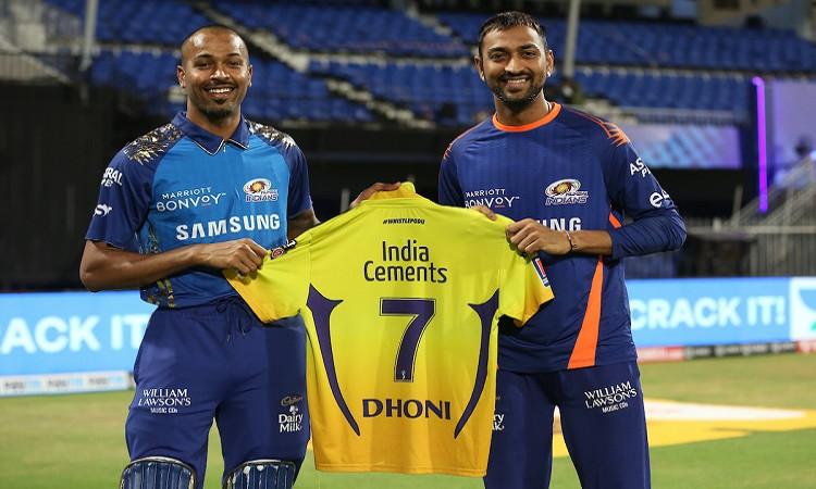 IPL 2020 MS Dhoni Gifts his Jersey To hardik pandya and krunal pandya after CSK and MI Clash in hin