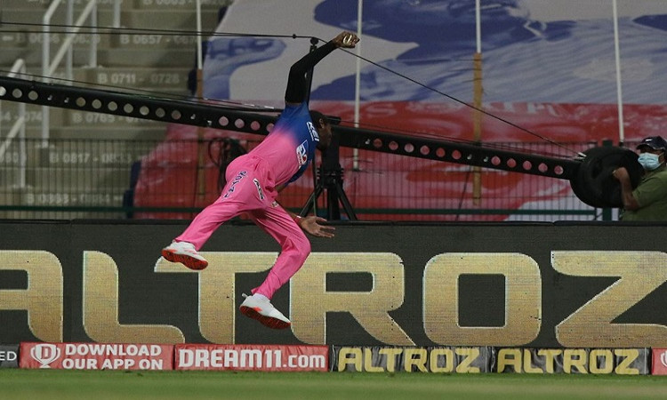 IPL 2020 Rajasthan Royals bowler Jofra Archer sensational catch against Mumbai Indians watch video i