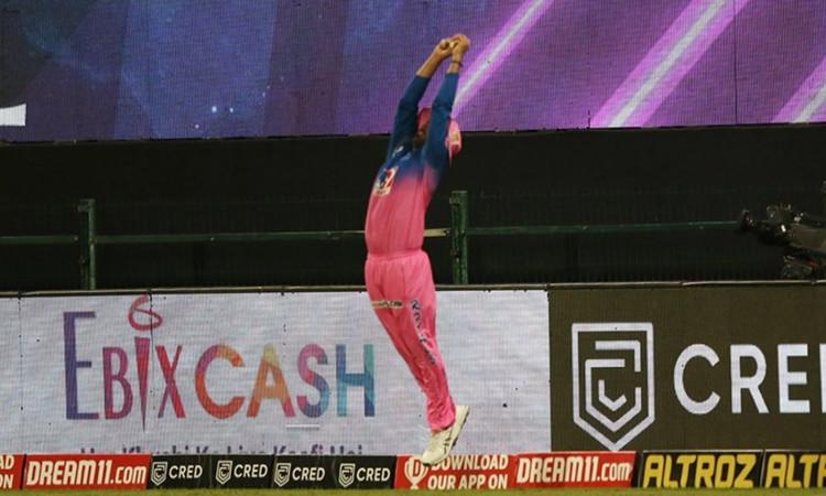 IPL 2020 Rajasthan Royals player Rahul Tewatia marvellous catch to dismiss KXIP batsman Nicholas Poo