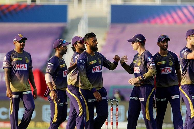 IPL 2020: वरुण चक्रवर्ती के पंजे के सामने ढ़ेर हुई दिल्ली, केकेआर ने 59 रनों से जीता मुकाबला  Images