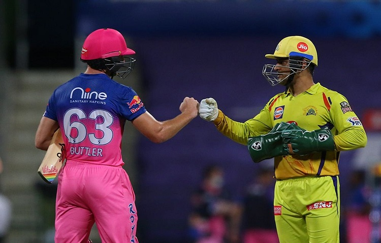 MS Dhoni gave Rajasthan Royals batsman Jos Buttler his jersey after the end of the match in hindi
