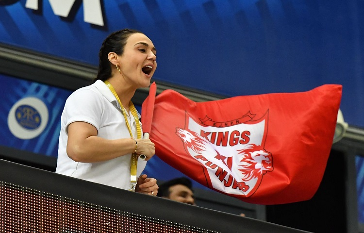 Preity Zinta gets congratulations after KXIP win against Mumbai Indians in hindi