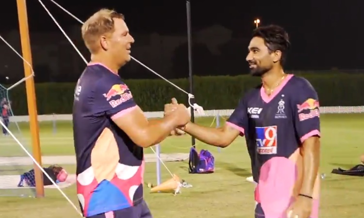 Rajasthan Royals mentor Shane Warne and Rahul Tewatia On Field Battle watch video in hindi