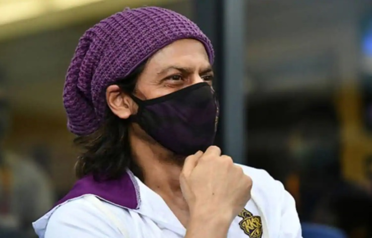 bollywood actor Shah Rukh Khan reacts after fan asked him whether KKR will win this season or not in