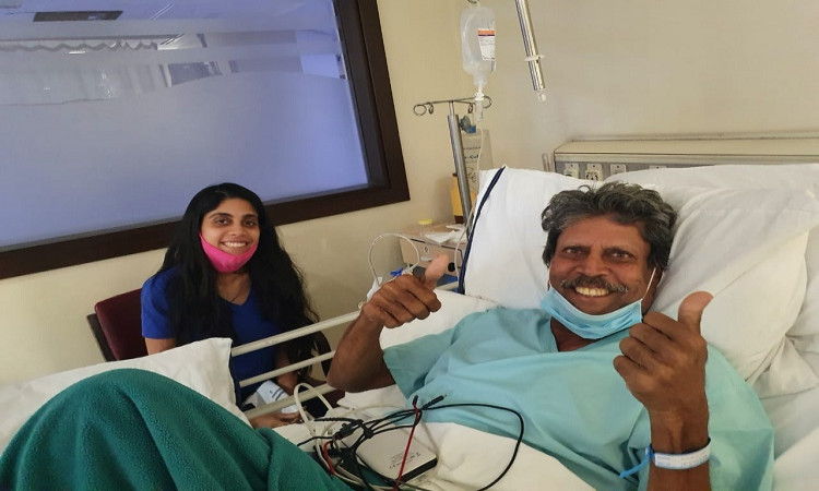 kapil dev's double thumbs up sign after a successful angioplasty