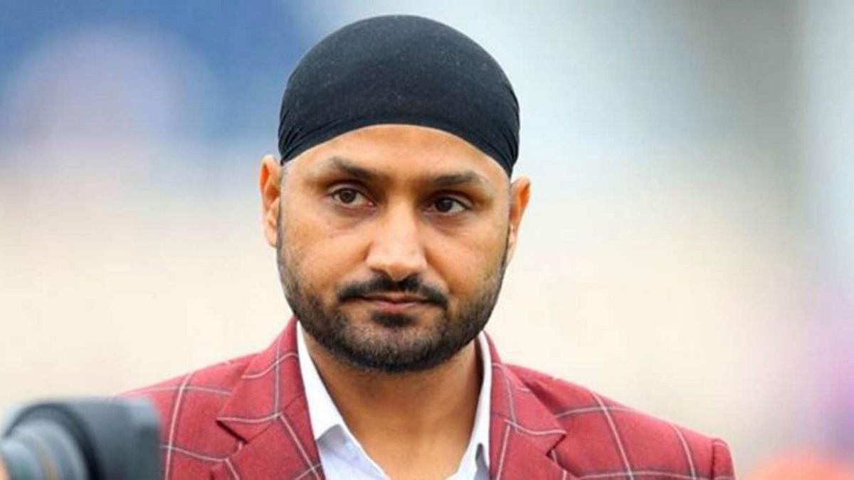 Harbhajan Singh defends Virat Kohli captaincy after defeat against australia in hindi