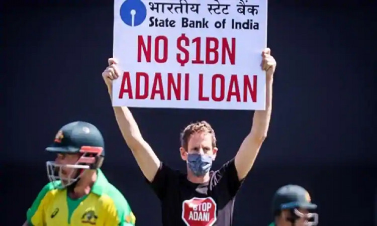india vs australia 1st odi two men got into ground and protested against adani group