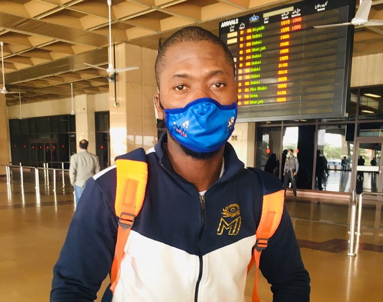 sherfane rutherford arrives for psl 2020 in mumbai indians jersey