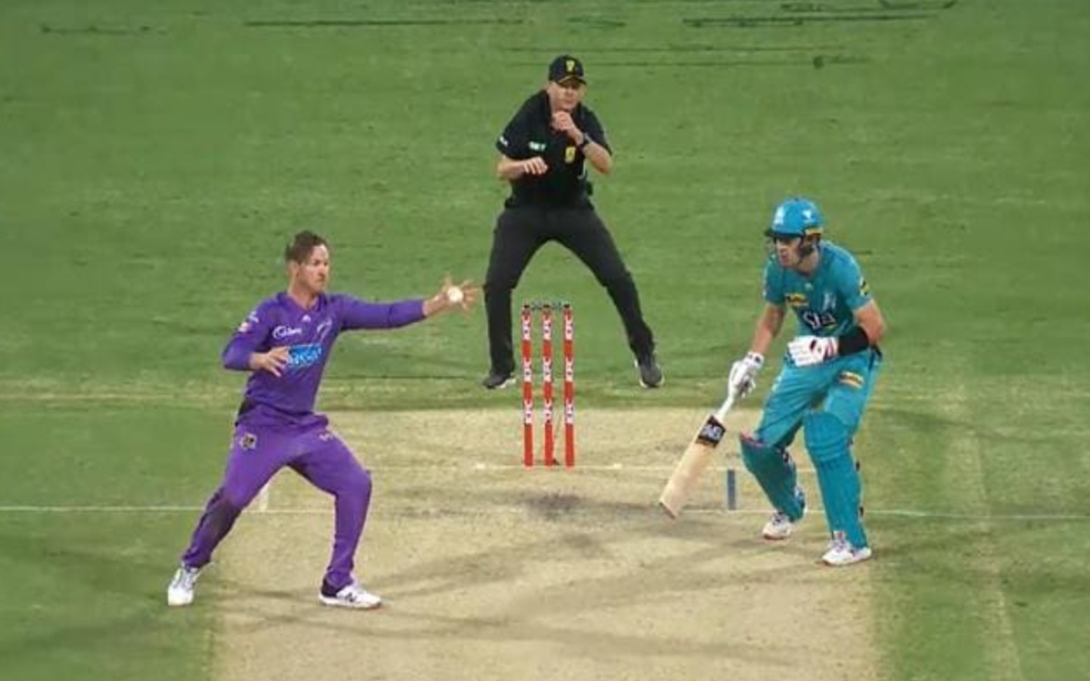 DArcy Short took one of the best catches in Big Bash League history