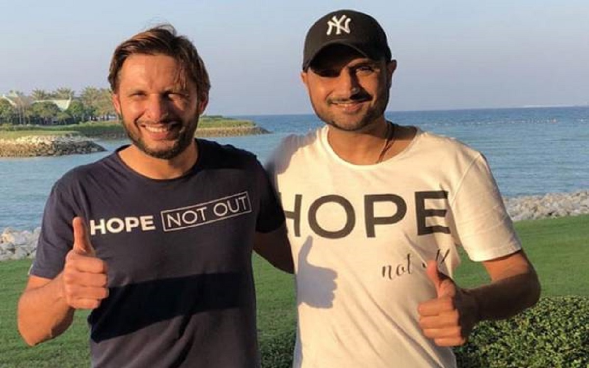 Harbhajan Singh gets trolled by users after he comment on Mohammad Kaif tweet in hindi