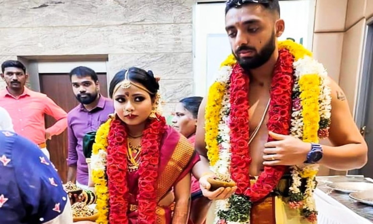 Kolkata knight riders bowler Varun Chakravarthy gets married to his girlfriend see pics