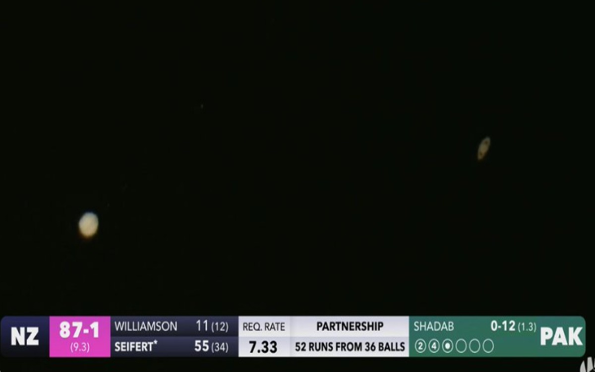 during NZ vs PAK T20 match Cameraman captures Jupiter Saturn in sky watch photo