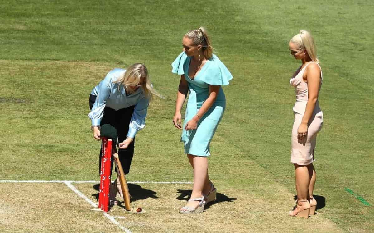 Image of Cricket Dean Jones Family Pays Special Tribute